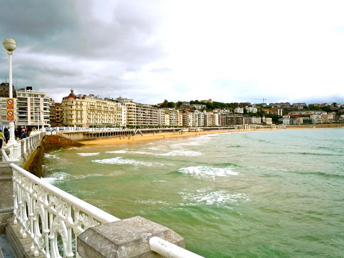 Playa de la Concha and the promenade, San Sebastian, Spain